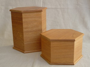 Rimu hexagonal urns